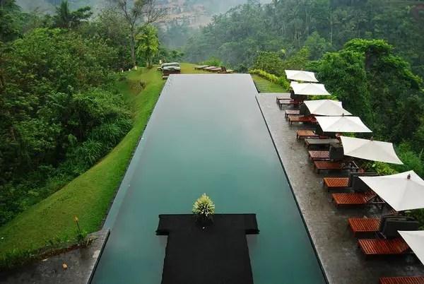 Infinity Pool Tourism on the Edge01