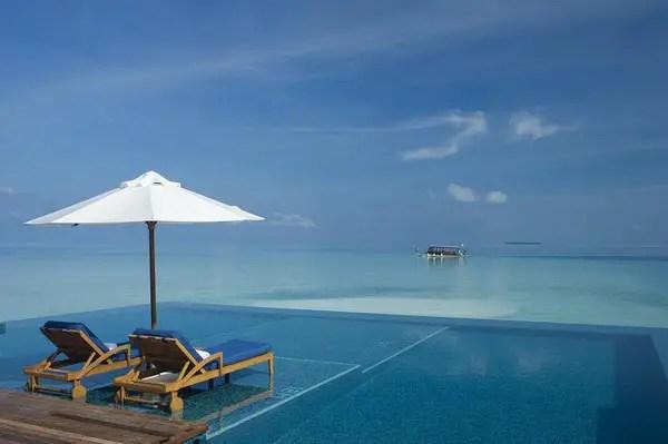 Infinity Pool Tourism on the Edge03