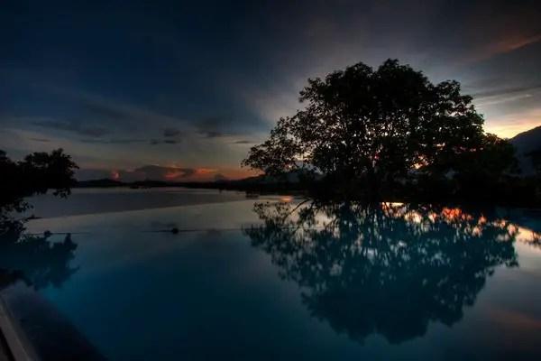 Infinity Pool Tourism on the Edge06