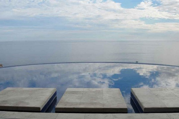 Infinity Pool Tourism on the Edge09