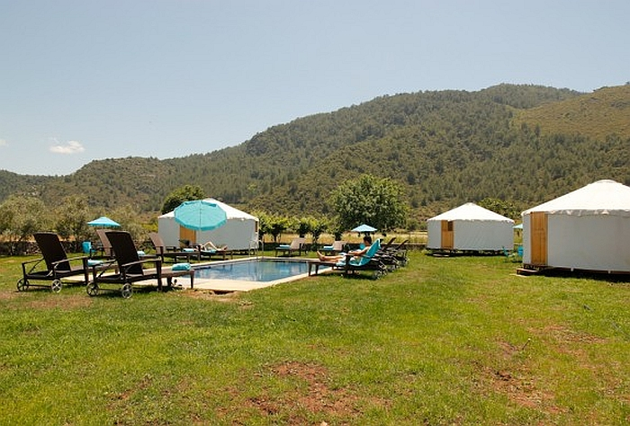 avalon-steppes-yurts-swimming-pool