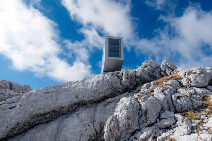 modern alpine shelter (5)