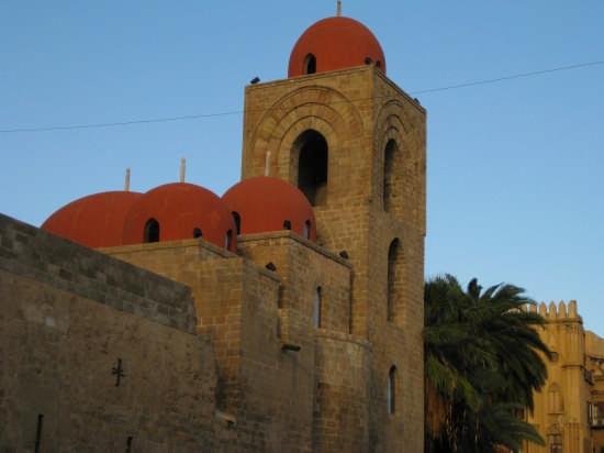 Cupole della chiesa di San Giovanni degli Eremiti a Palermo