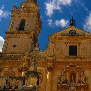 Particolare della facciata della cattedrale di San Giovanni a Ragusa