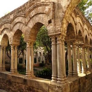 Particolare del chiostro della chiesa di San Giovanni degli Eremiti a Palermo