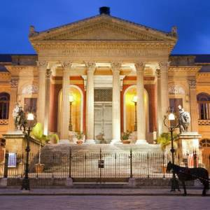 Facciata principale del teatro Massimo di Palermo