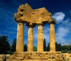 Particolare dei resti del Tempio di Castore e Polluce ad Agrigento