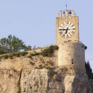 Particolare della torre dell'orologio del Castello dei Conti di Modica posto sulla sommità della città