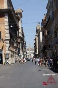 Shopping in Rome Via del Corso