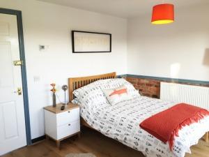 Digby's Den - Studio Bedroom