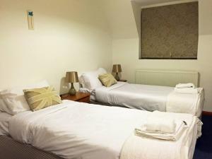 Ollie's Lodge Bedroom as singles