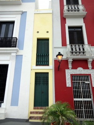 Located on calle tetuán is la casa estrecha the narrow house it has the reputation of being the smallest house in the world