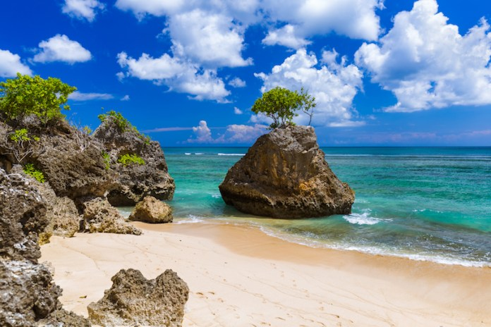 10 Best Beaches in Indonesia (with Map & Photos) - Touropia