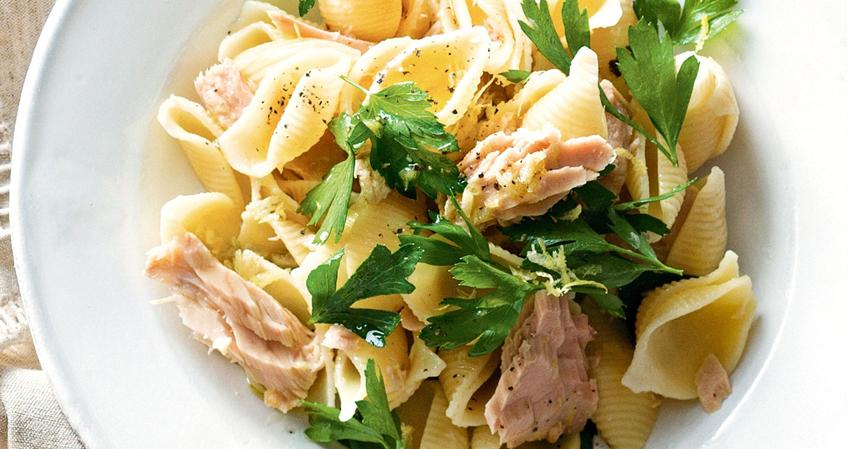 Salada de Atum com Macarrão Picante