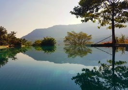 Infinity Pool - Mountain Bar and Bistro Hilton Shillim