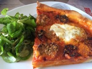 Pizz'anne 2 ( la pizza avec les restes de boulettes à la tomate)