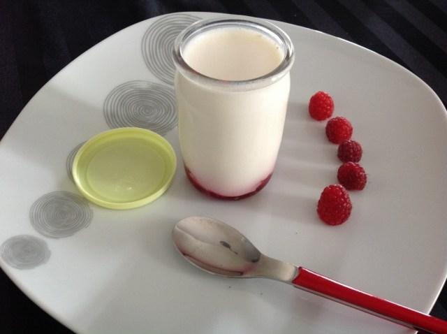 yaourt aux framboises entières (du jardin!)