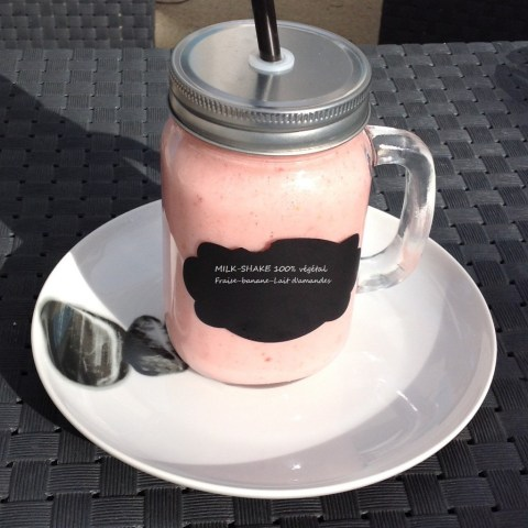 milk-shake-100-vegetal-fraise-banane-lait-damandes