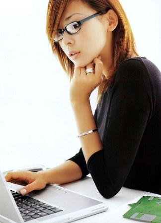 femme-japonaise-ordinateur