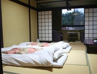 Quand les Japonais découvrent la chambre de leur partenaire ...