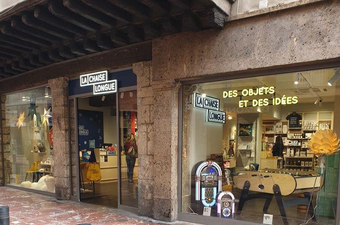 un nouveau magasin la chaise longue a