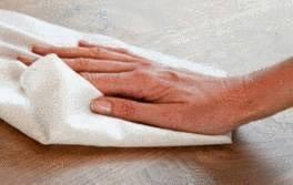 Comment nettoyer une table en bois  Tout pratique