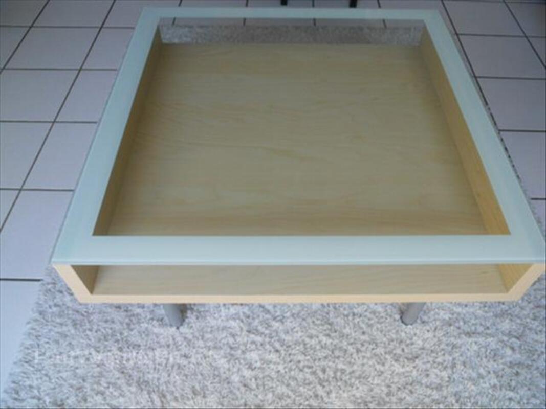 table basse ikea avec plateau en verre