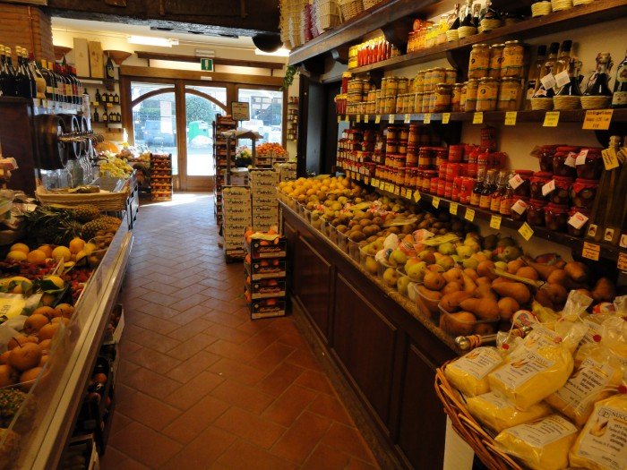 Arredamento negozio Alimentari CentroFrutta Castiglione a