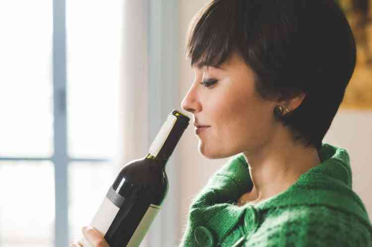How can you tell if a wine is dry or sweet?