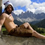 'It's a Beautiful Day' for Shirtless Men in the Alps: VIDEO
