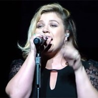 Kelly Clarkson Performs Soulful Cover Of Taylor Swift's 'Shake It Off' – VIDEO
