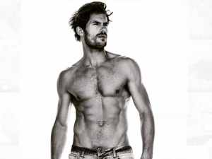 jacey-elthalion-shirtless-10142015-lead01-600x450