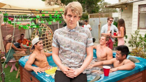 josh-thomas-season-2-please-like-me-2