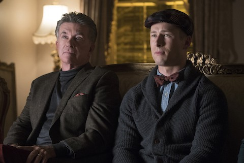 "SCREAM QUEENS: L-R: Guest star Alan Thicke and series star Glen Powell in the ""Thanksgiving"" episode of SCREAM QUEENS airing Tuesday, Nov. 24 (9:00-10:00 PM ET/PT) on FOX. ©2015 Fox Broadcasting Co. Cr: Cook Allender/FOX."