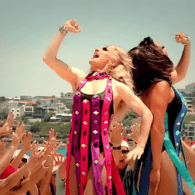 Drag Queens Take Over Bondi Beach with Kylie Minogue Christmas Flashmob – WATCH