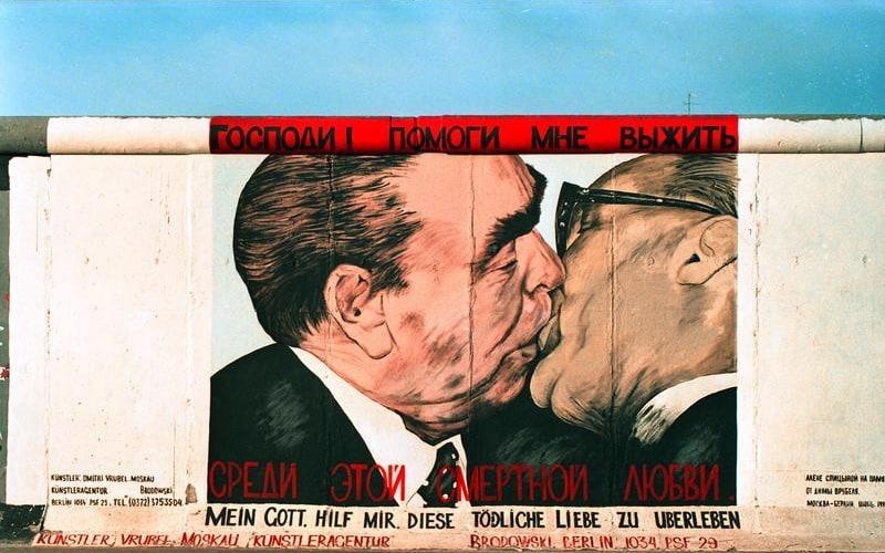 """25.7.1991 """"East-Side-Gallery"""", gelegen zwischen der Jannowitzbrücke und der Oberbaumbrücke."""