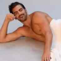 Nyle DiMarco's Snake Slips Out of His Towel: WATCH