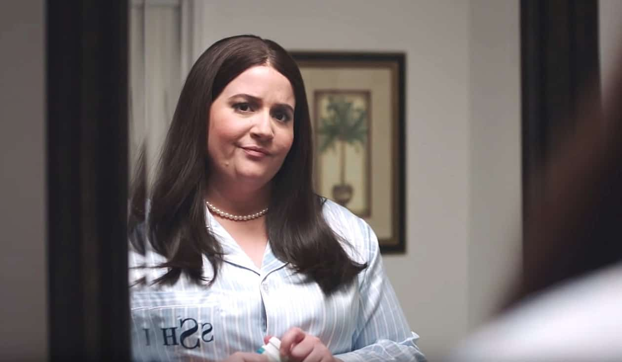 How Does Sarah Huckabee Sanders Sleep at Night? SNL Revealed Her Secret... - WATCH - Towleroad Gay News