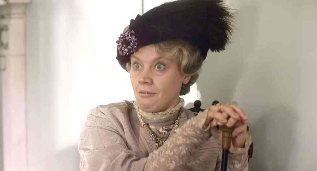 Kate McKinnon Downton Abbey SNL Lady Grantham