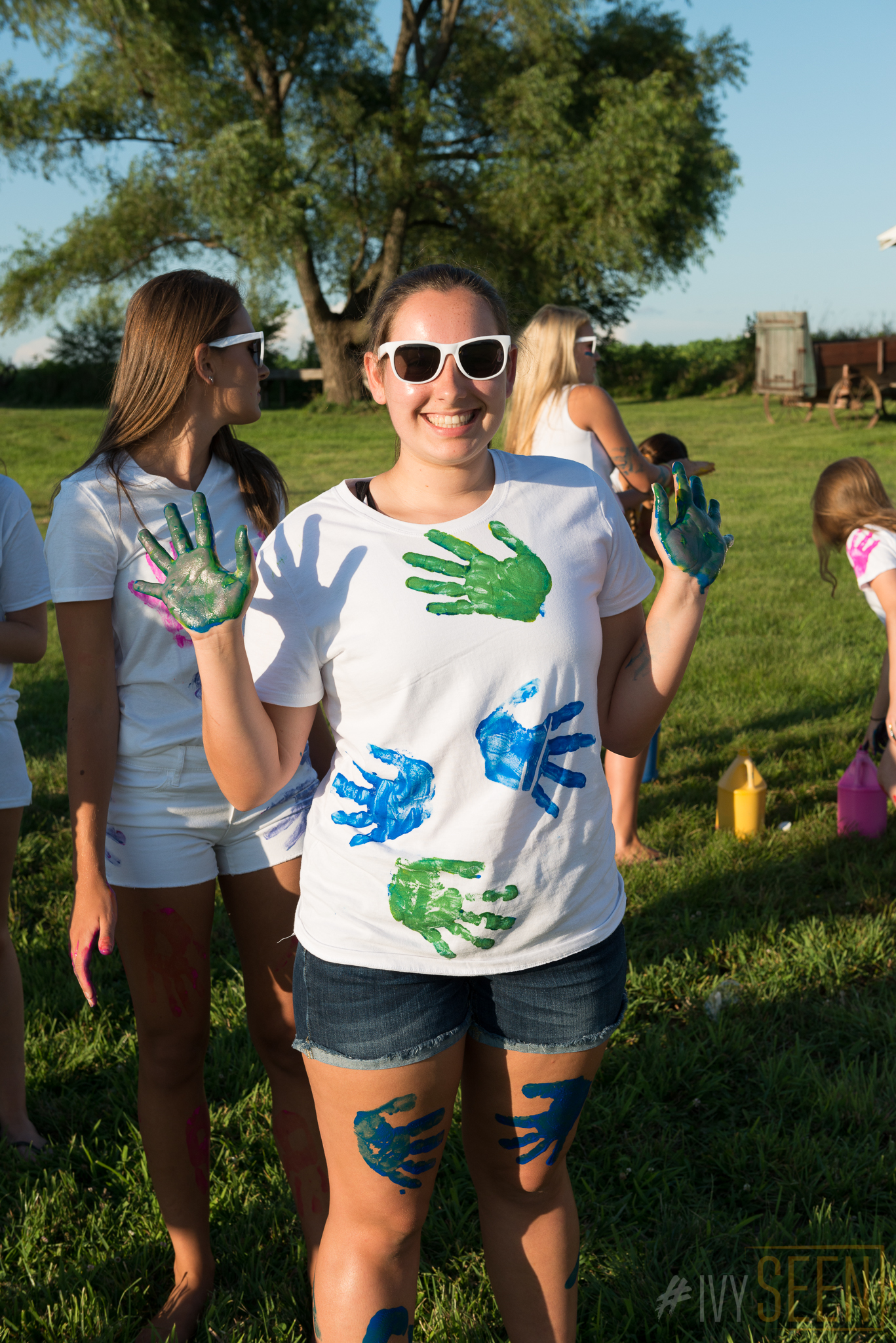 ivyseen-senior-pictures-iowa-city-paint-war-61