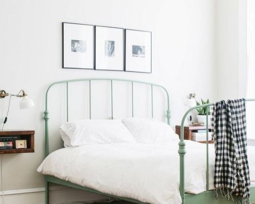 Perfect Pair: Green + White || Town Lifestyle + Design || Check out the latest home decor trend I'm crushing on right now.