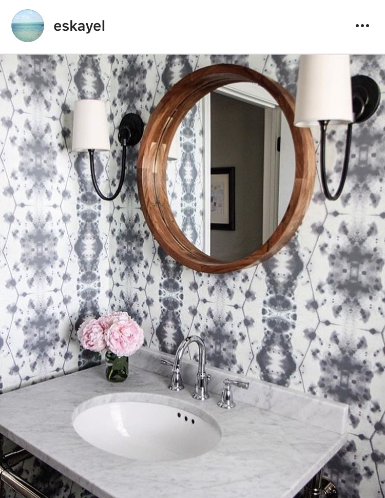 Best Bold Wallpaper on Instagram || Town Lifestyle + Design || Looking for a great way to make a statement wall? Why not add some bold wallpaper. Here are some of my favorites found on Instagram