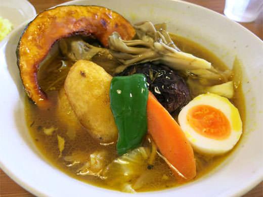 スープカレー マルナ 女性客多数 野菜たっぷりスープカレー