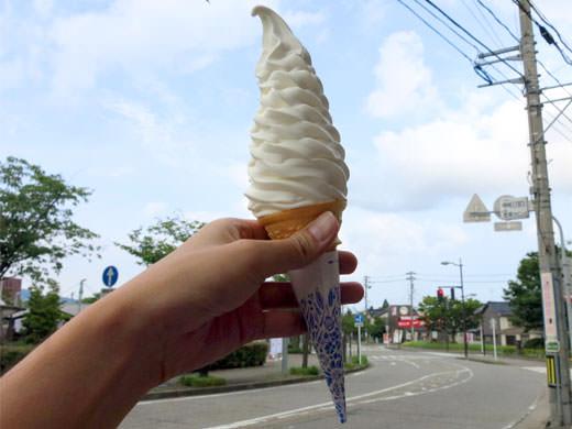 ショップ まじま 高岡名物 超ビッグな十段ソフトクリーム