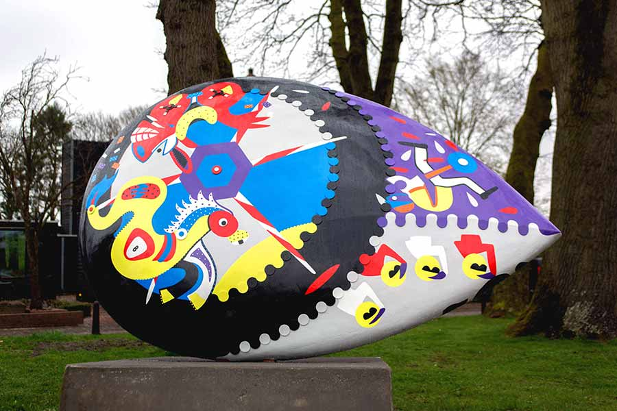 Sculpture - Sweet Fight at the Racing Course - Horsepower Mania - Toyism Art Movement