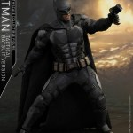 dc-comics-justice-league-batman-tactical-batsuit-version-sixth-scale-hot-toys-903119-03
