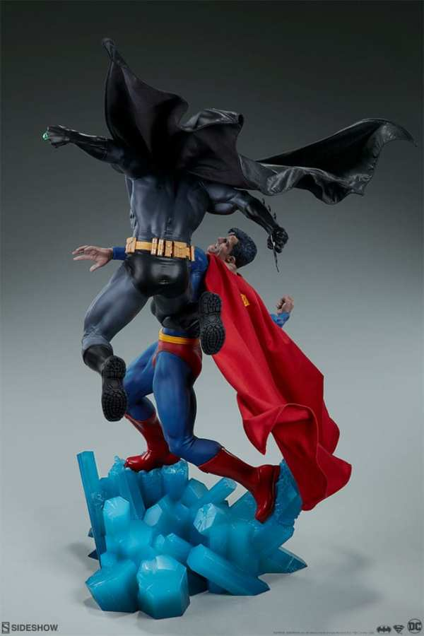 dc-comics-batman-vs-superman-diorama-sideshow-200539-07