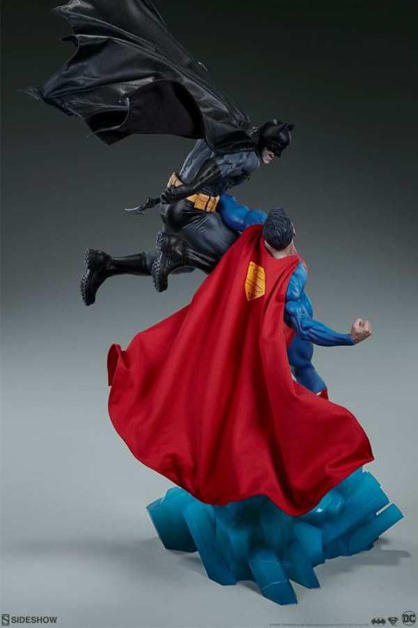 dc-comics-batman-vs-superman-diorama-sideshow-200539-08