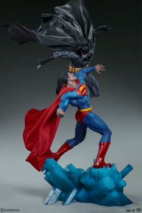 dc-comics-batman-vs-superman-diorama-sideshow-200539-09