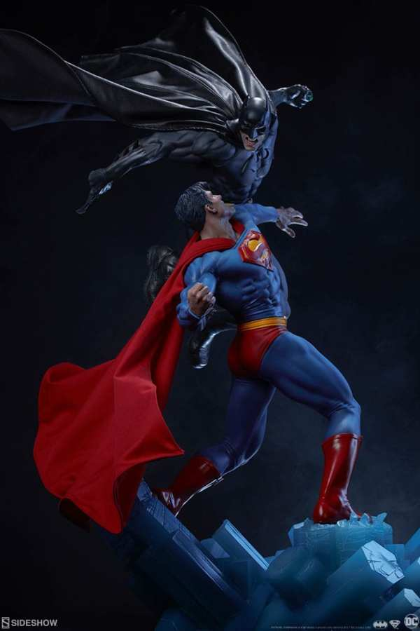 dc-comics-batman-vs-superman-diorama-sideshow-200539-25